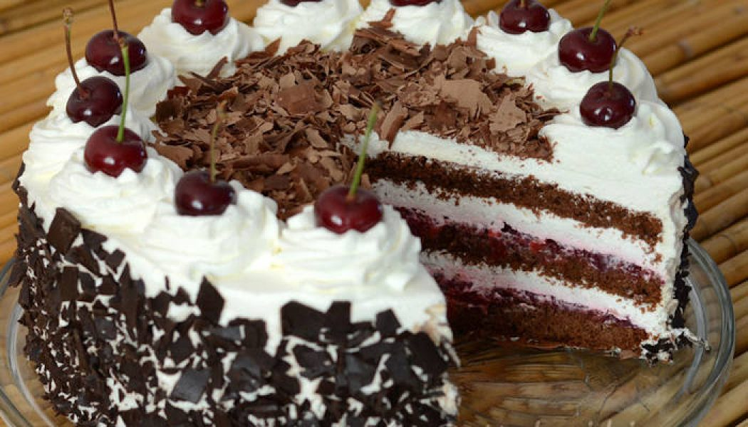 Tort Pădurea Neagră – rețeta originală explicată pas cu pas